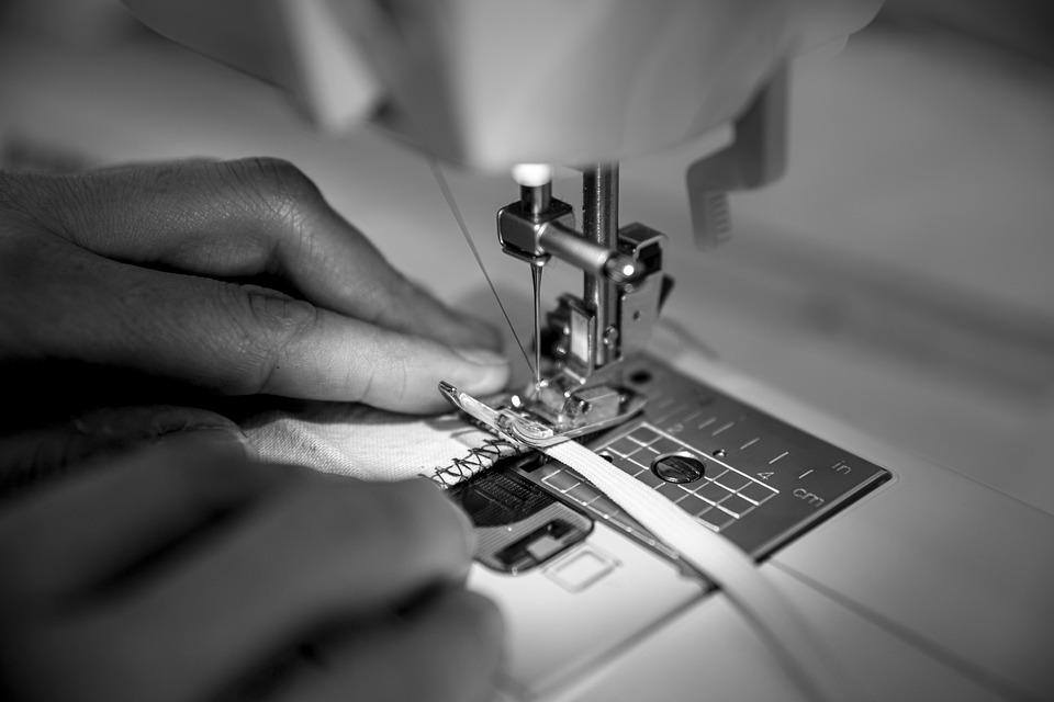Read more about the article Où prendre des cours de couture : en atelier ou en ligne ?